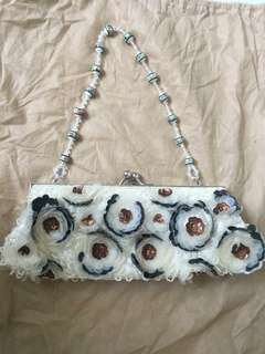White beads clutch