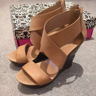 ♥️DVF ♥️leather wedges (size 37)