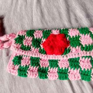 Crochet checkered cellphone case