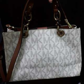 Authentic mk Cynthia bag with sling