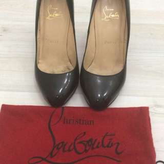 Preloved authentic christian louboutin heels warna hitam
