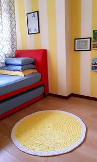 Crochetted children's rug / playmat