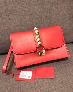 🔥🔥🔥Brand New Valentino Garavani Vitello Glam Lock Clutch