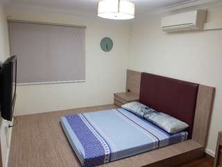 Renovated common bedroom with study table (Inc Utilities,Aircon & Wifi)