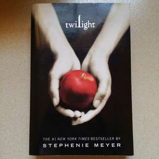 Paperback twilight by Stephanie Meyer (free shipping)