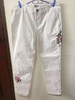 White stretchable flowery Pants