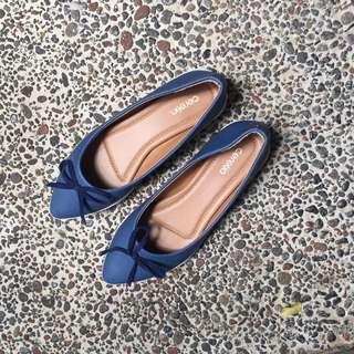 Sepatu biru flats slip-on