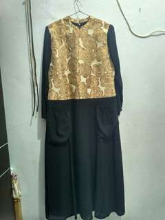Abaya hitam motif bunga