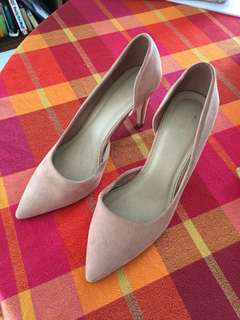 Nude/ pink heeled shoes