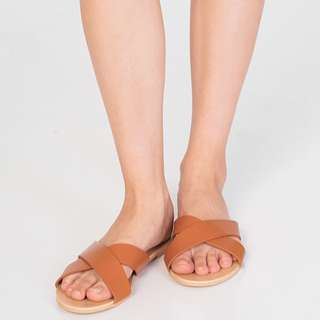 Brand New The Closet Lover Jaelyn Sliders in Tan