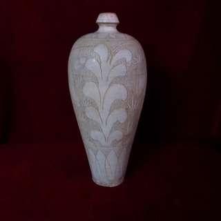 珍珠底缠枝花卉,古人物纹梅瓶
