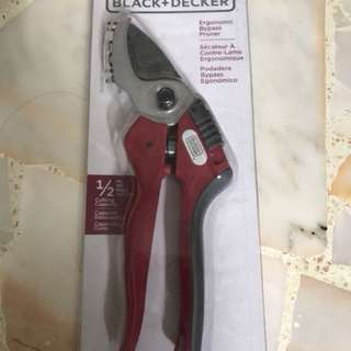 Black and Decker ergonomic pruner