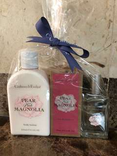 Crabtree and Evelyn pear and pink Magnolia gift set