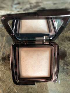 Hourglass ambient powder in dim light