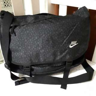 Nike Messenger bag with Laptop Compartment