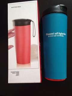Spill free suction mug