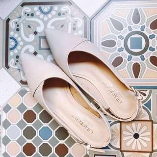 🚚 尖頭低跟鞋 裸色 杏色 淺色 包鞋 舒適 耐走