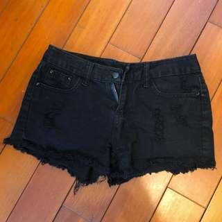 黑色破洞短褲