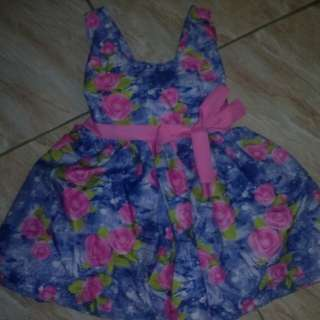 Used once. For monthly picture only. Still in very good condition . see last 2 photos for referrence :)