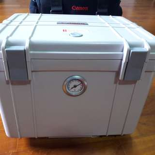 Large Canon Dry Box with gygrometer & Bag