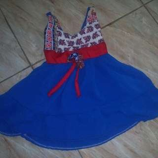 Preloved baby dress. Used once for monthly pictorial only. Still in very good condition. See last photo for referrence :)