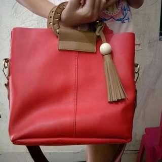 Tas selempang merah