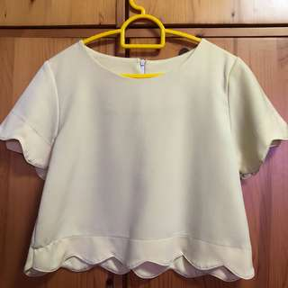 Purpur Scallop Crop Top