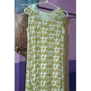J08 Long Sleeveless Gold Dress