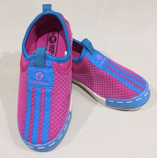 Girls sport shoes size 29