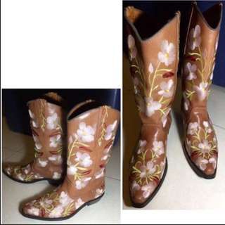Italy made real leather flower embroidery Genuine Leather Brown Ankle boots Knee High boots Riding Hunting Style 意大利製 真皮 牛皮 刺繡 啡色 長靴 皮鞋  皮靴 靴 鞋 Biker long over knee short 型 Ox hide winter autumn 秋冬 秋天 冬天 秋季 冬季 Extra cool stylish trendy 高筒 歐洲