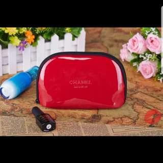 Chanel紅色漆皮鏡面化妝包