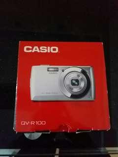 Casio 相機qv-r100