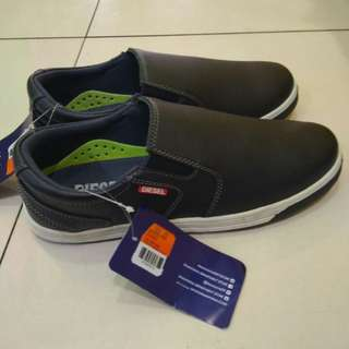 Sepatu Diesel, Casual, Warna Navy.