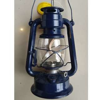 Gas Lamp. Kerosene Lamp. Gasera 11 Inches in height. P695.