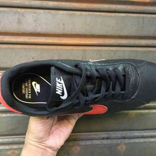 nike cortez classik black centang red