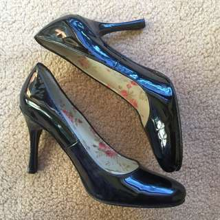 Black heels SIZE 6 (AU)