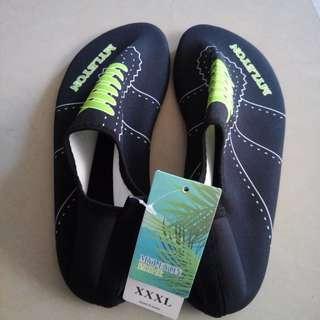 Aqua shoes for men