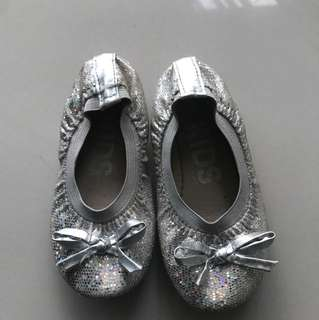 Cotton on girl flat shoe