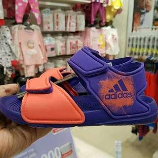 Adidas ( foto geser ➡ )