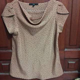 Brown dott top