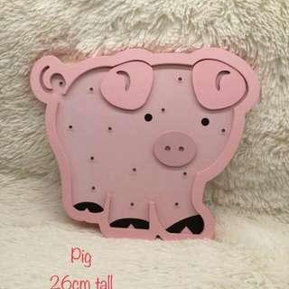 Pink piggy wall decor