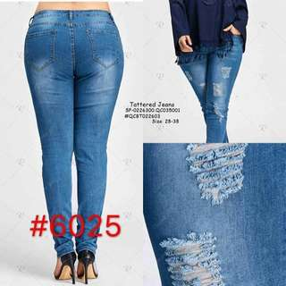 Tattered jeans size : 28-38