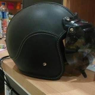 Helm bogo retro