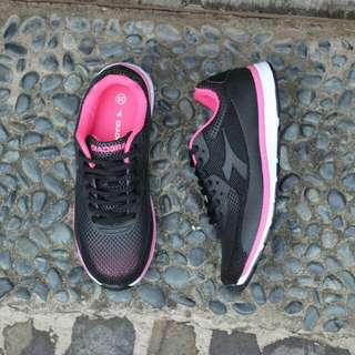 Diadora Giano Black Pink