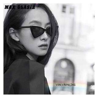 DOWIE B sunglasses on pict 👓