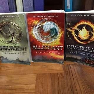 Divergent, Insurgent, Allegiant - Veronica Roth