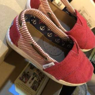 TOMS SHOES UK 7