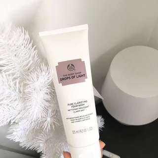 Body Shop Drops Of Light Brightening Cleanser