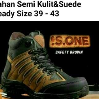 Sepatu safety brown