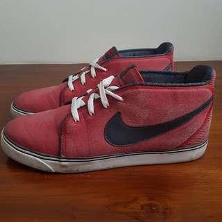USED NIKE shoes US13 / EU47 / UK12